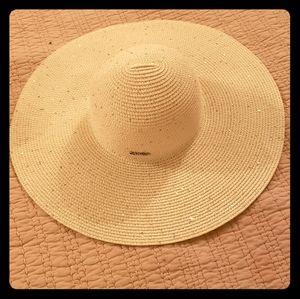 Accessories - Calvin Klein beach hat